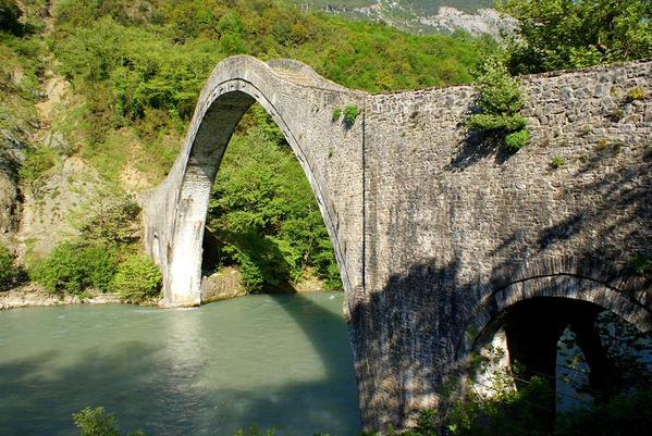 Plaka bridge