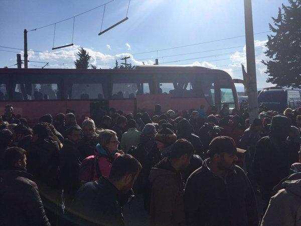 refugees Idomeni bus