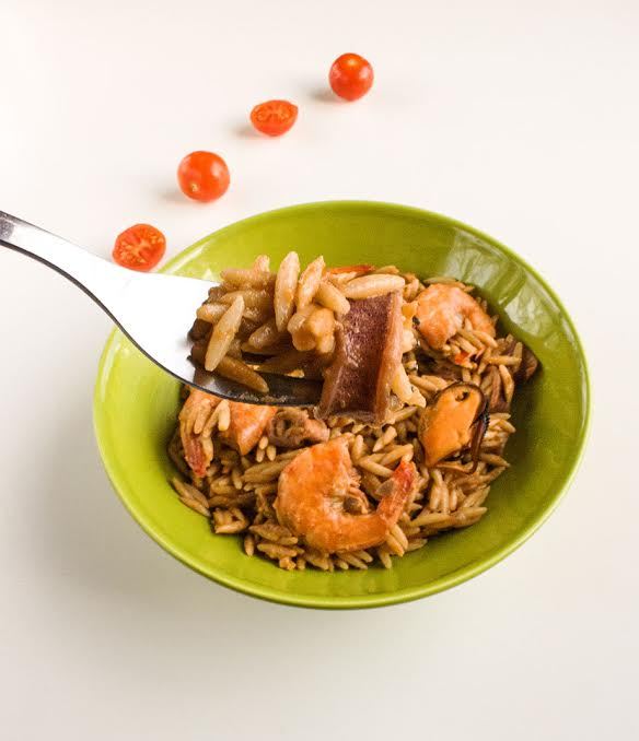 seafood yiouvetsi