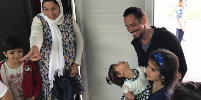 US rocker Chris Cornell visits Elaionas refugee camp in Athens