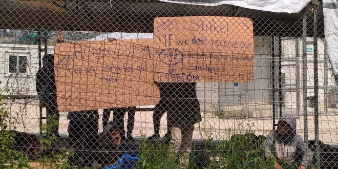 Syrian refugees of Kurdish origin on hunger strike in Moria hot spot