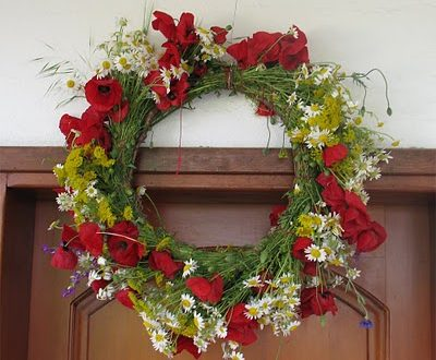 Greek customs: May Wreaths symbolism and why people used to steal them