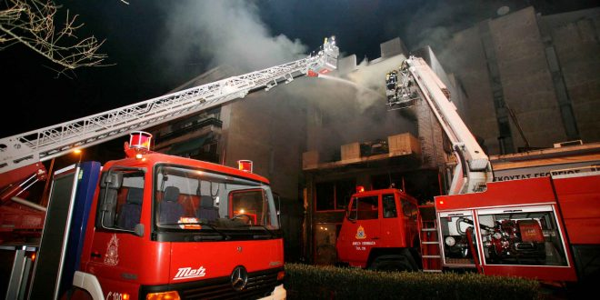 Tragedy in Katerini: Three die when fire breaks out in home and spreads in multi-store building