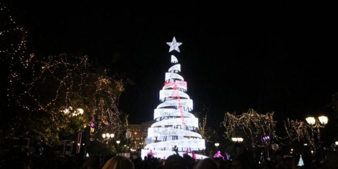 Christmas Tree lighting brings festive mood in Athens