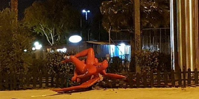 Christian-Talibans bring down the controversial statue of Phylax in Palaio Faliro
